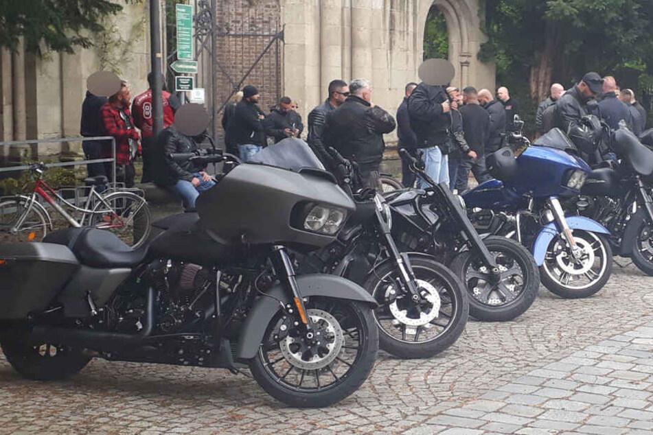 Große Rocker-Beerdigung am Bonner Nordfriedhof