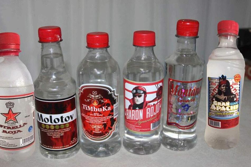Schnaps von sechs verschiedenen Marken wurde beschlagnahmt.
