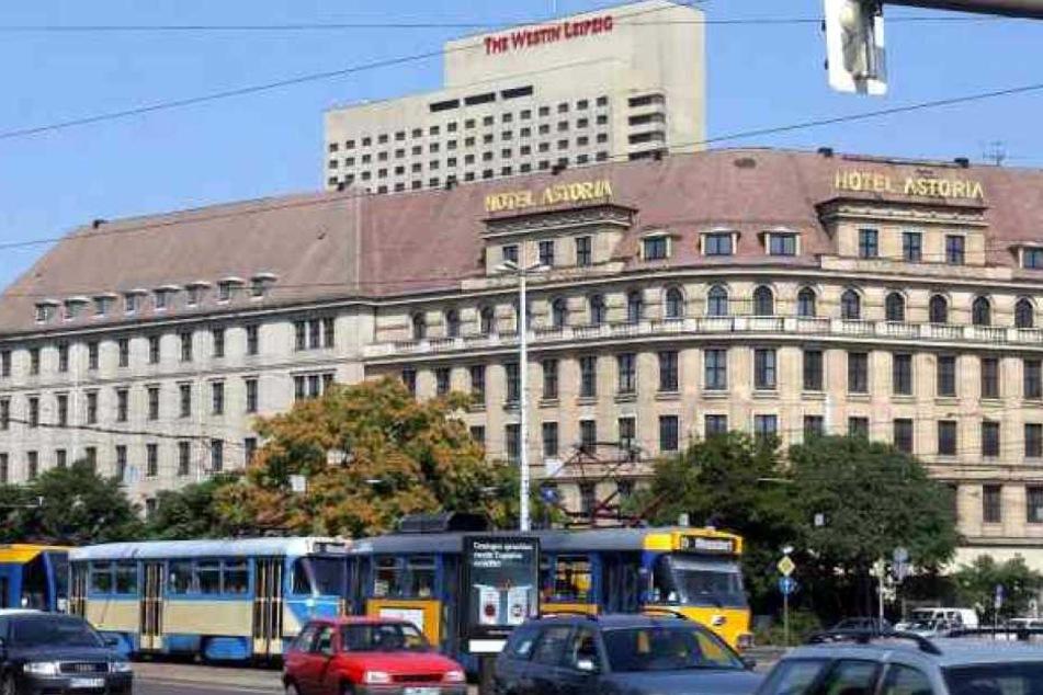 """Das """"Astoria"""" befindet sich westlich des Hauptbahnhofs am Innenstadtring in Top-Lage. Unfassbar, dass dieser Prunkbau über 20 Jahre leer stand."""