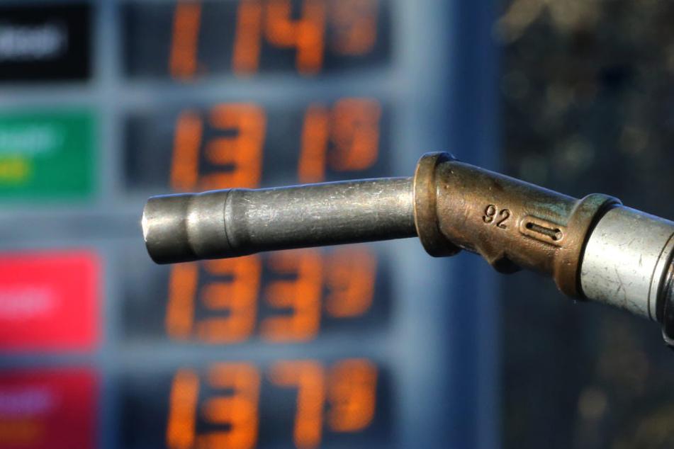 Besonders an den Tankstellen waren die erhöhten Verbraucherpreise zu spüren.