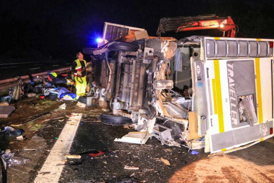 Unfall A9: Wohnmobil überschlägt sich - Acht Menschen verletzt