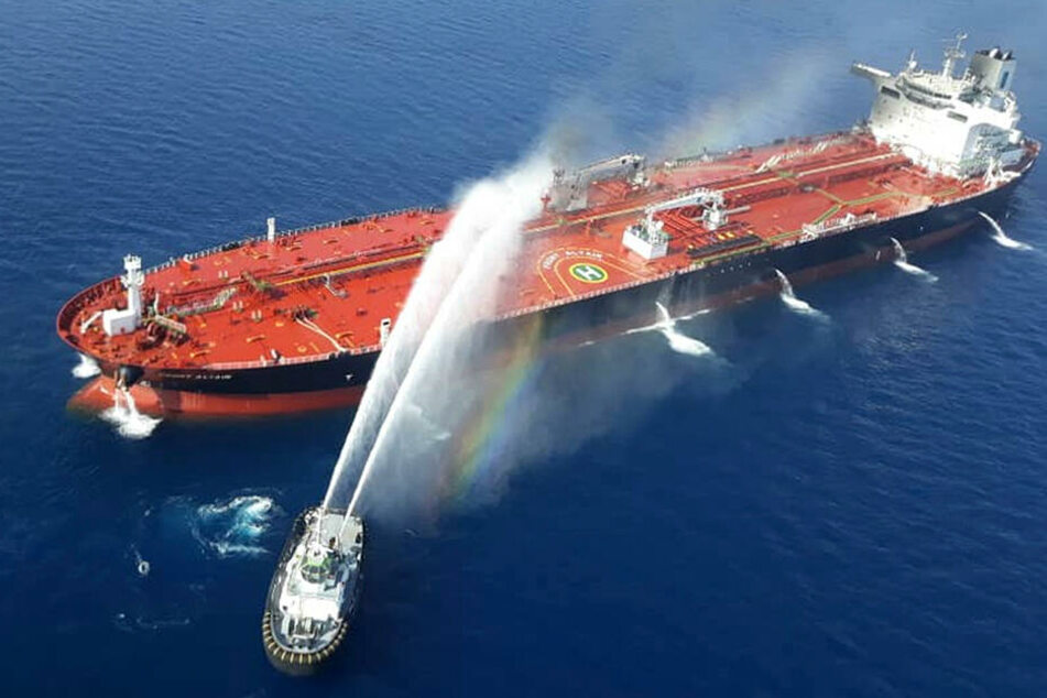 """Im Golf von Oman geriet der Öltanker """"Front Altair"""" der norwegischen Reederei Frontline nach einem Zwischenfall in Brand."""