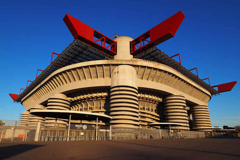 Bislang ist noch völlig unklar, ob das Giuseppe-Meazza-Stadion, die Heimstätte der Rossoneri, Schauplatz internationaler Topspiele bleibt.