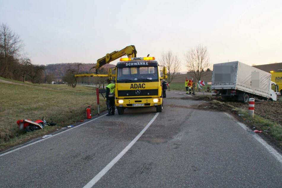 Die Unfallstelle wurde während der Bergungsarbeiten kurzfristig gesperrt.