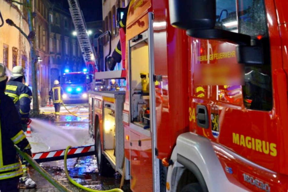 Die Feuerwehr konnte den Wohnungs-Brand schnell löschen. Für die 41-Jährige Bewohner kam aber jede Hilfe zu spät (Symbolbild).