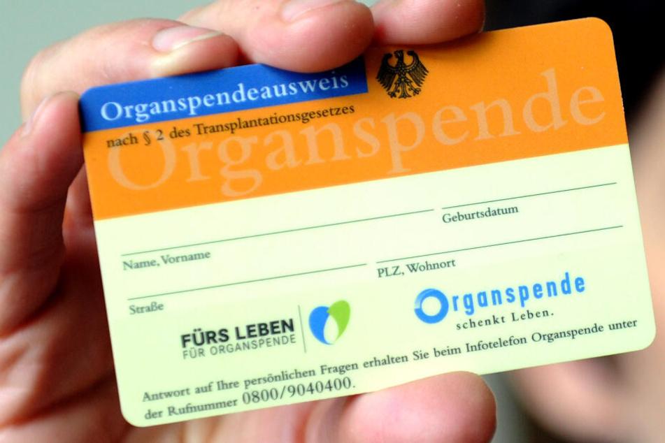 Nur ein Drittel der Deutschen besitzt einen Organspende-Ausweis. (Symbolbild)