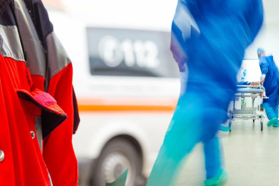 Schwerer Crash in Leverkusen: Seniorin überschlägt sich mit Auto