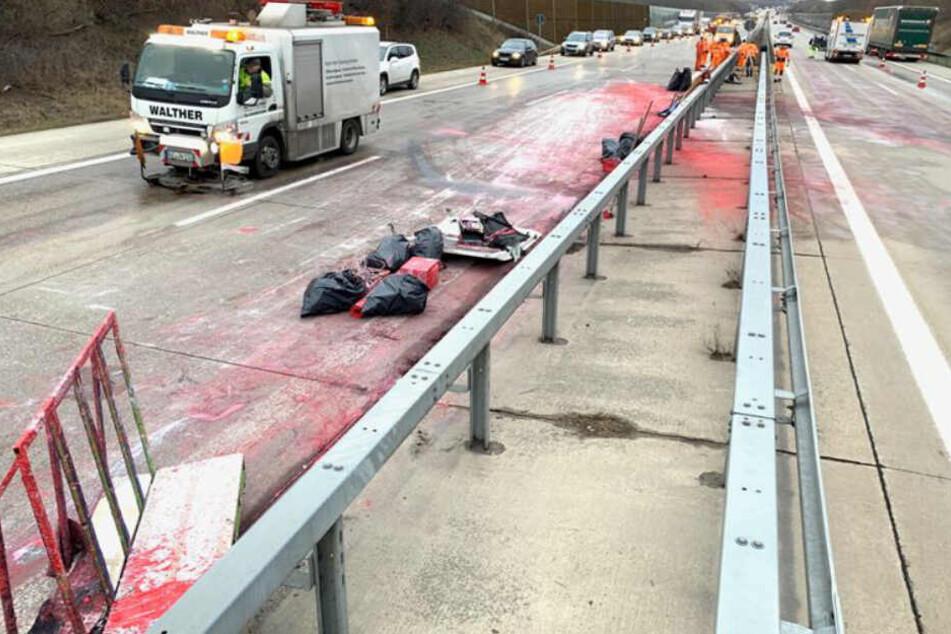 Unfall auf der A17: Danach war plötzlich die Fahrbahn rot!