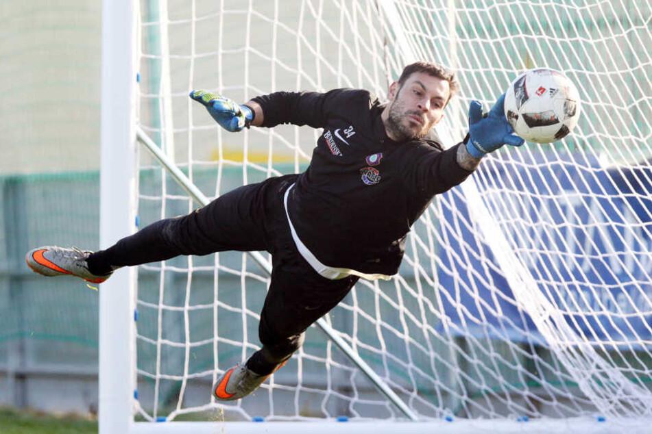 Keeper Daniel Haas hat seinen auslaufenden Vertrag beim FCE um ein Jahr verlängert.