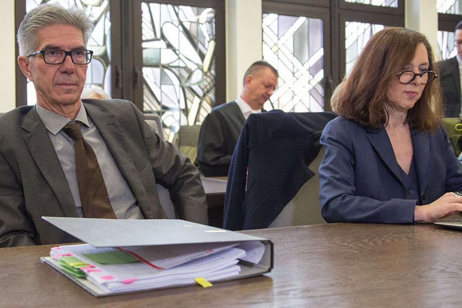 """Aktuell dreht sich im """"Horror-Haus""""-Prozess mehr um die Machenschaften des Gutachters Prof. Michael Osterheider (li.), als um die der Angeklagten."""