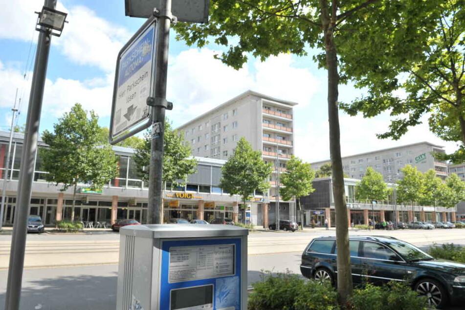 Parkscheinautomat in der Straße der Nationen: 4500 Euro würde die Brötchentasten-Umrüstung aller Automaten kosten.
