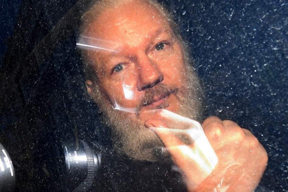Journalisten bei Assange-Besuch ausgespäht? Anzeige erstattet!