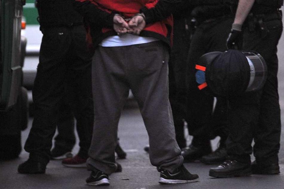 Der Angreifer konnte überwältigt und festgenommen werden (Symbolfoto).