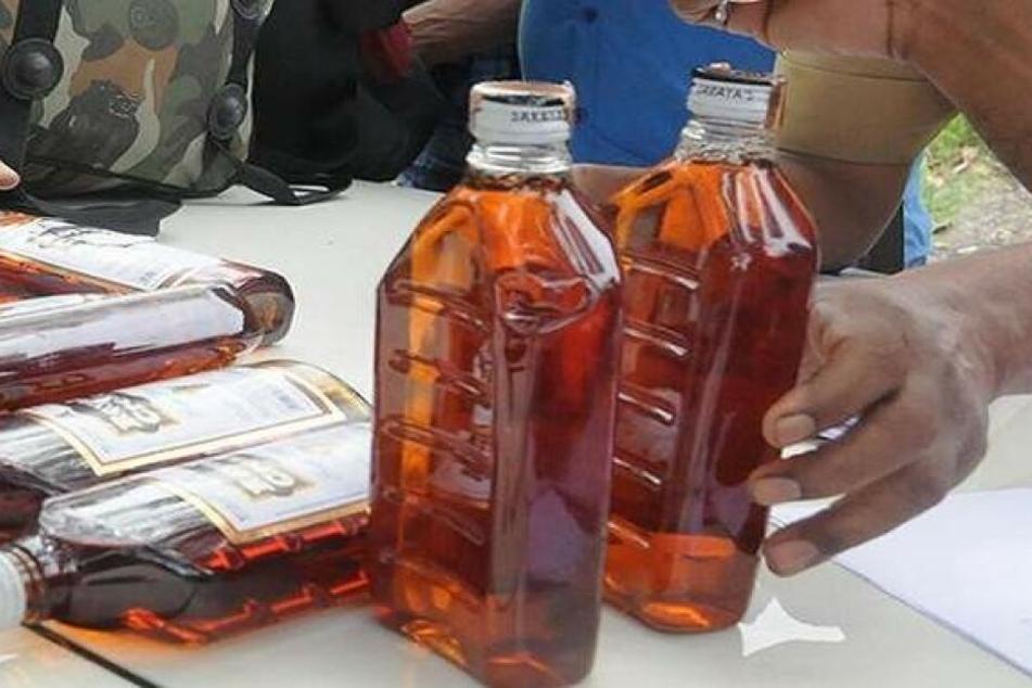 Hunderte Liter des gepanschten Schnaps wurden beschlagnahmt.
