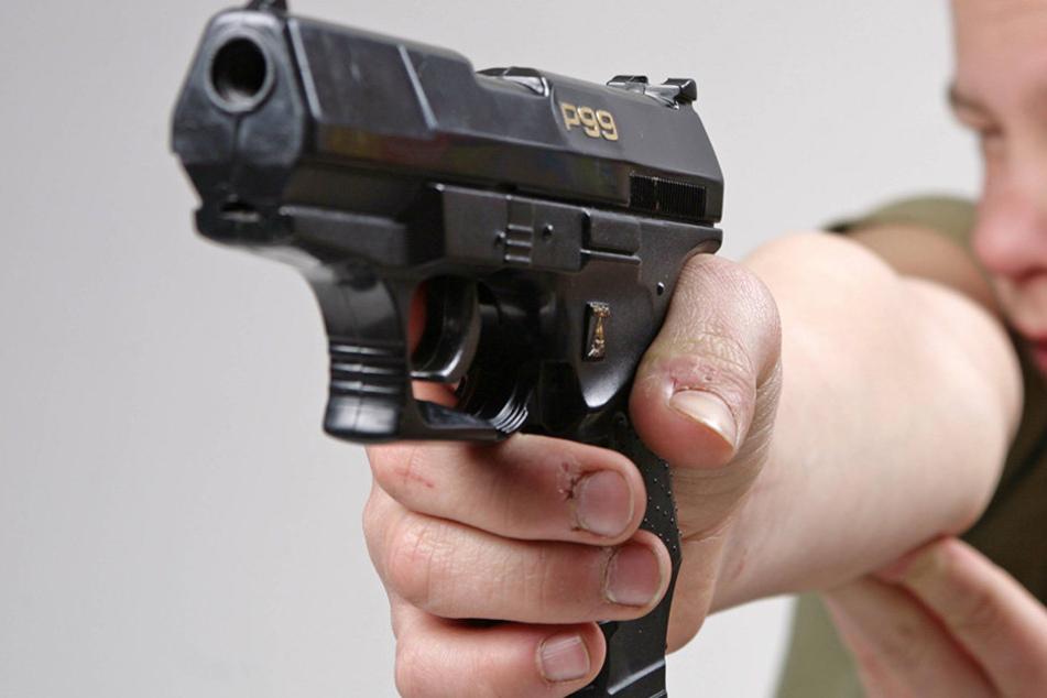 In berlin wollte ein 17-Jähriger einen Spätkauf mit einer Spielzeugpistole überfallen. (Symbolbild)