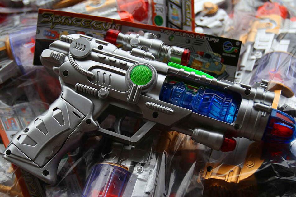 Autofahrt mit Spielzeugwaffe: Jetzt droht Knast