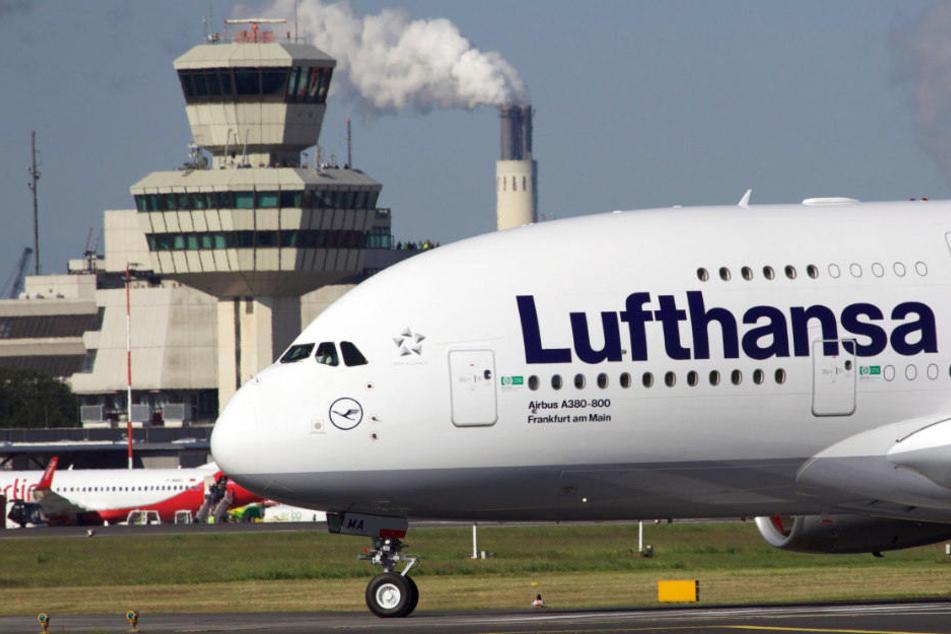 Ein Airbus der Fluggesellschaft Lufthansa musste am Flughafen Tegel notlanden. (Symbolbild)