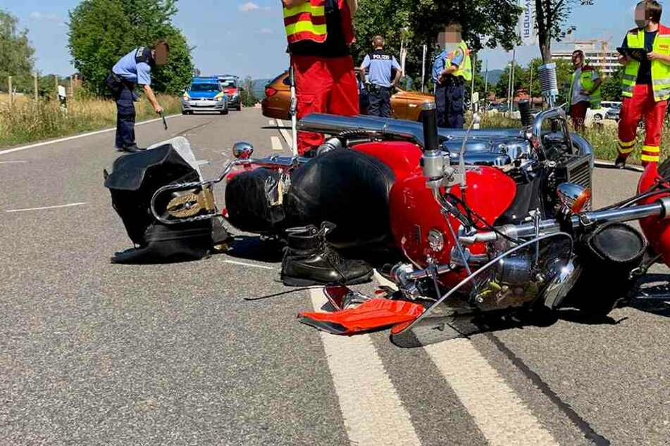 Das Motorrad wurde bei dem Unfall stark beschädigt.