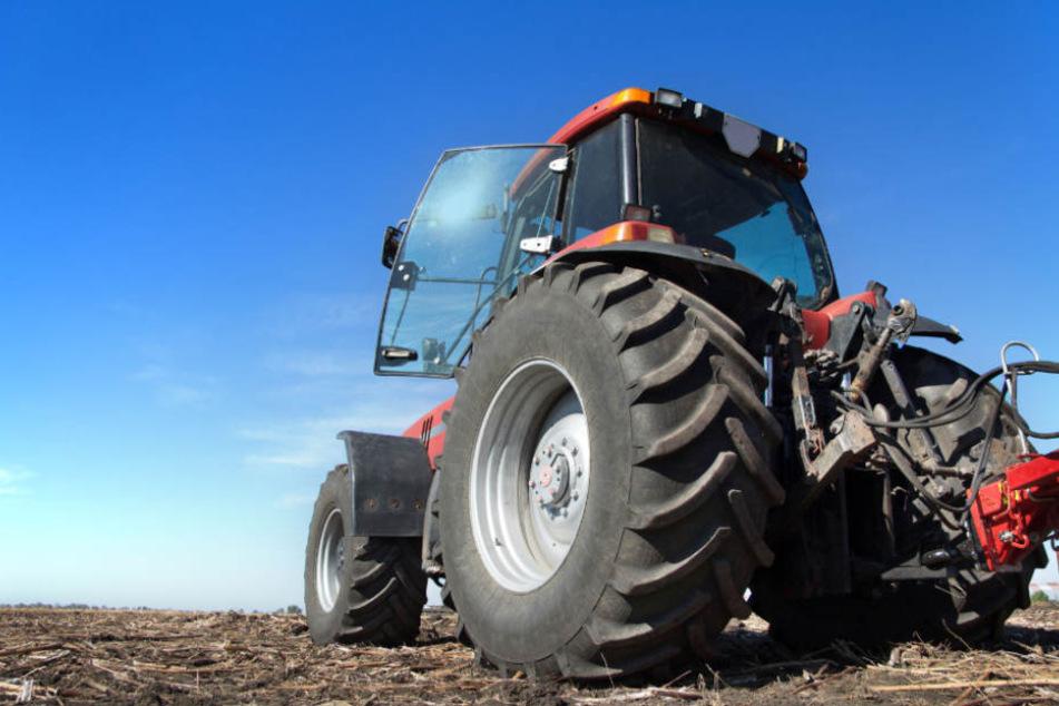 Traktor überrollt Spaziergänger – mit tödlichen Folgen