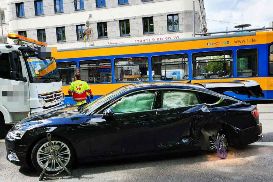 Der Audi-Fahrer wurde in seinem Wagen eingeklemmt, verletzt wurde er glücklicherweise nicht.