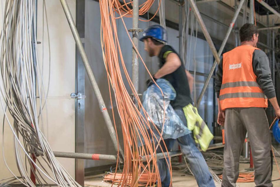 Der Kabeldieb und der Baggerfahrer kannten sich, denn sie arbeiten gemeinsam auf der Baustelle. (Symbolbild)