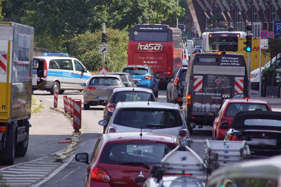Der Verkehr staute sich am Mittwoch massiv in der Stadt.