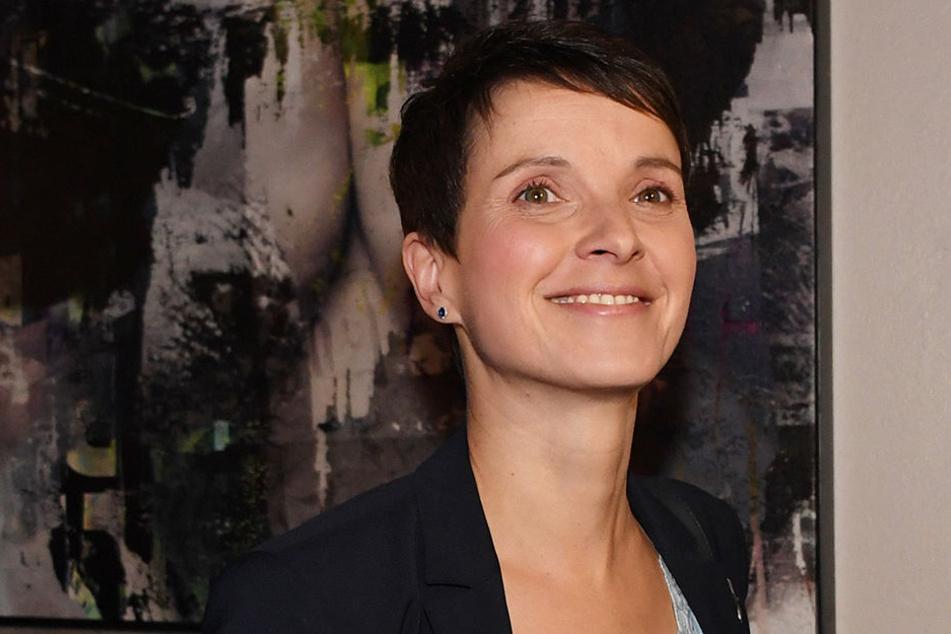 """Frauke Petry findet, dass ein """"extrem schwacher Ministerpräsident"""" die Verantwortung weiter schiebt."""