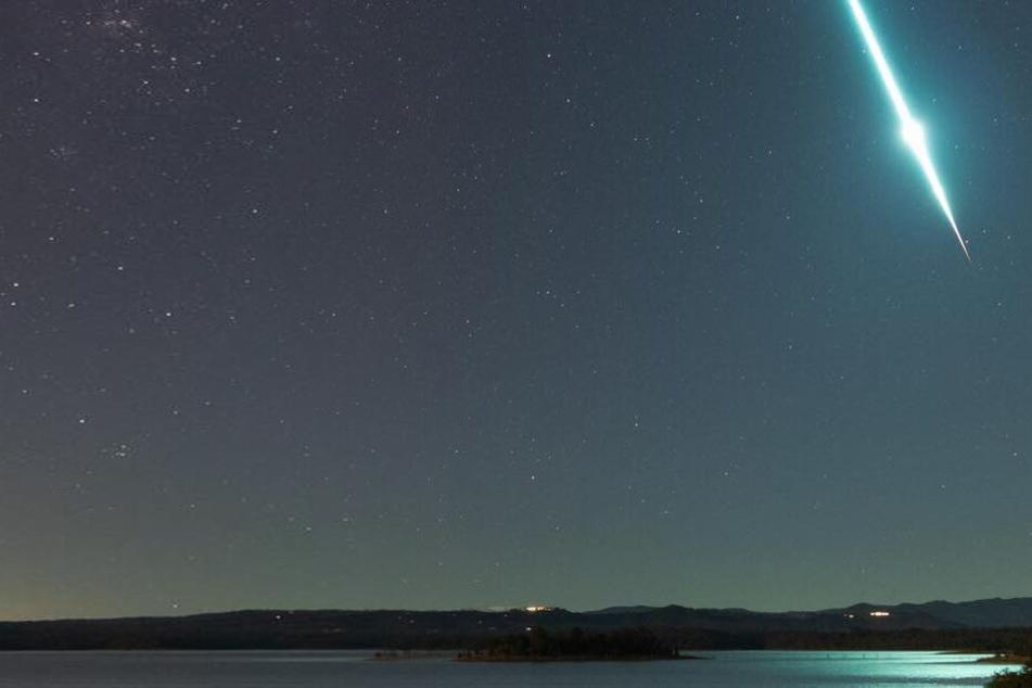 Dieses Bild schoss Fotograf Craig Turton. Es zeigt ein einen Meteoriten, der in der Atmosphäre verglüht.