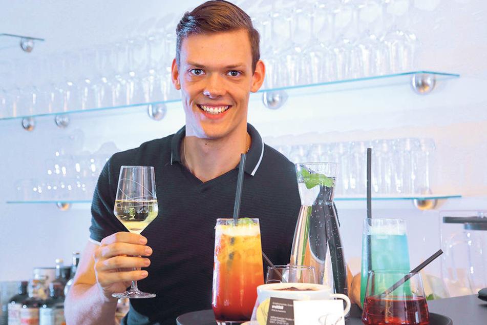 """Zum Wohl! Phil Schwarick (27) eröffnete sein Restaurant """"mit Stil""""."""