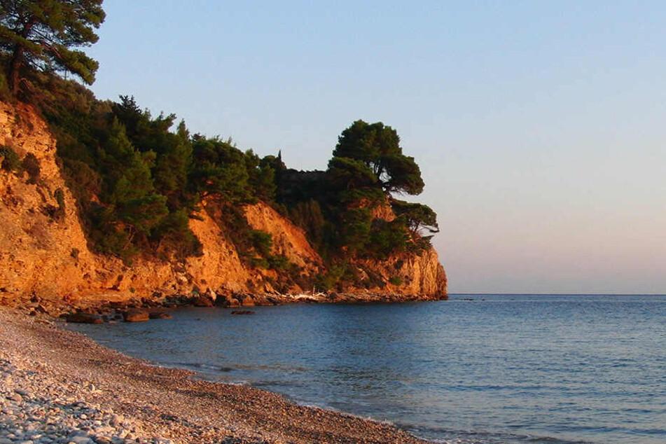 Am Strand von Navagio ist ein Teil eines Berges ins Meer gestürzt. (Symbolbild)