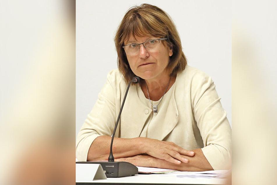OB Pia Findeiß (63, SPD) verbietet Kindern den Besuch der Zuckertüten-Produktion.