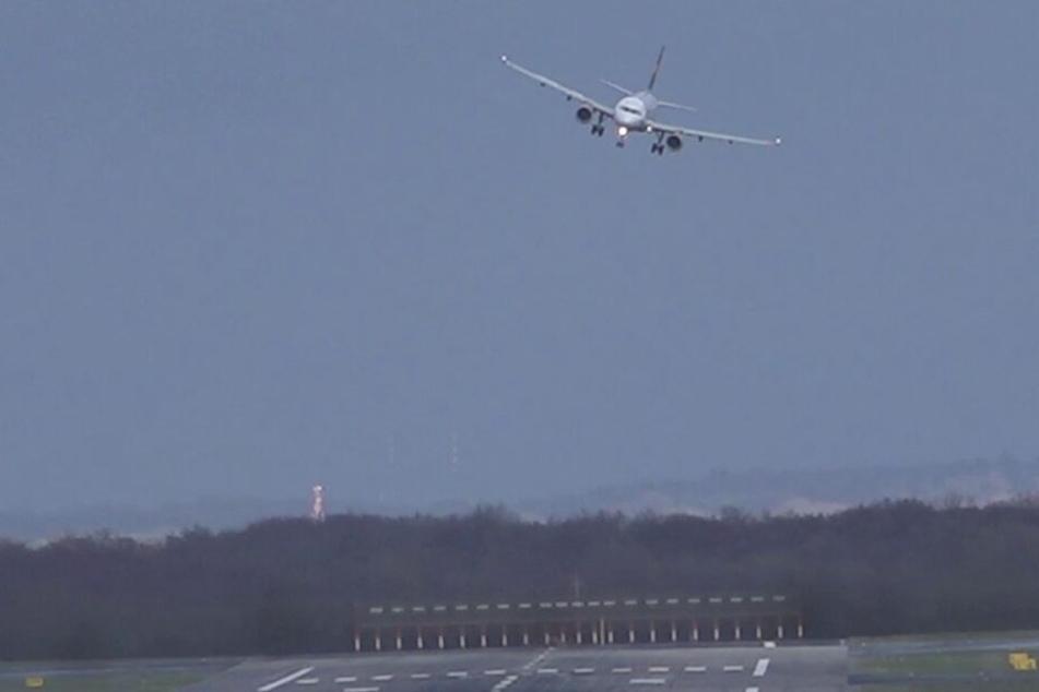 Für die Piloten am Flughafen Düsseldorf sorgte der Sturm ebenfalls für eine Herausforderung beim Landen.