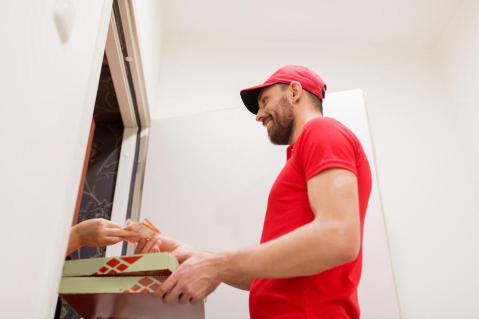 Was sie hinter den Wohnungstüren erwartet, können Pizzaboten oft nicht mal ahnen (Symbolbild).