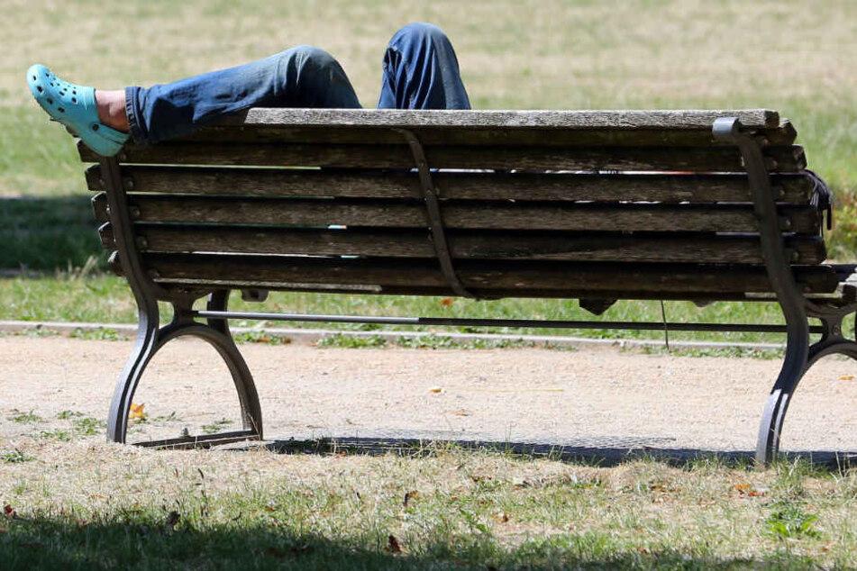 Eigentlich ist der Fürstenplatz in Charlottenburg ein ruhiger Park mit Spielplatz. Umso verwunderter sind die Anwohner über den Fall des 63-Jährigen. (Symbolbild)