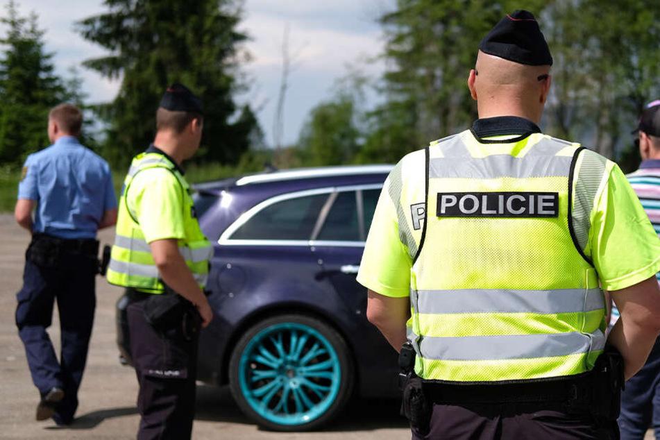 Kontrollen im Grenzgebiet: Waffe in Handschuhfach gefunden