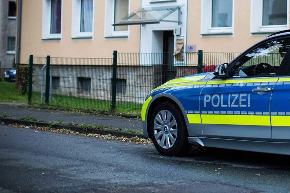 Routine-Einsatz endet für zwei Polizisten im Krankenhaus