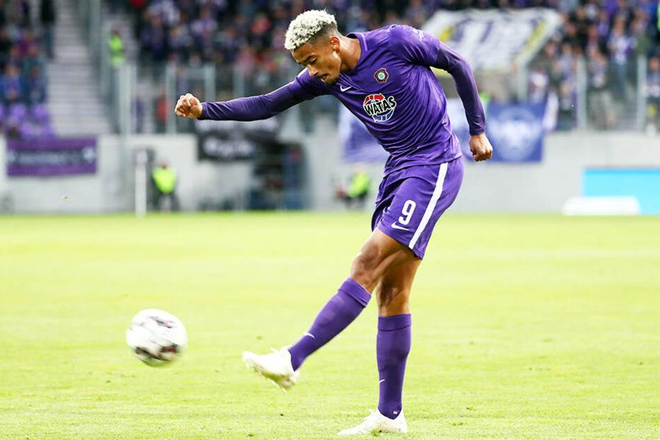 Emmanuel Iyoha wird in der kommenden Spielzeit für Aues Zweitliga-Konkurrenten Holstein Kiel auflaufen.