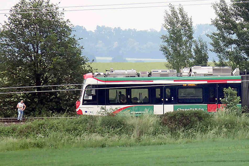 Die Jugendliche war bei voller Fahrt aus einer Bahn gesprungen.