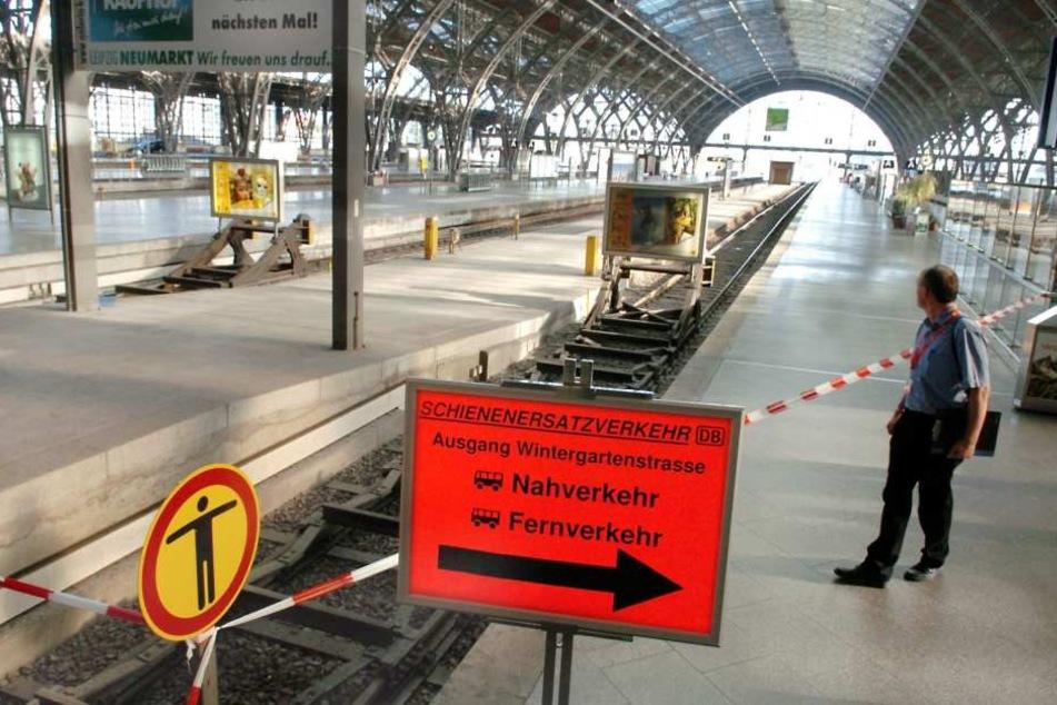 Ein 25-jähriger Mann ist im Hauptbahnhof Halle ausgeflippt und hat Beamten mit Mord gedroht. (Symbolbild)
