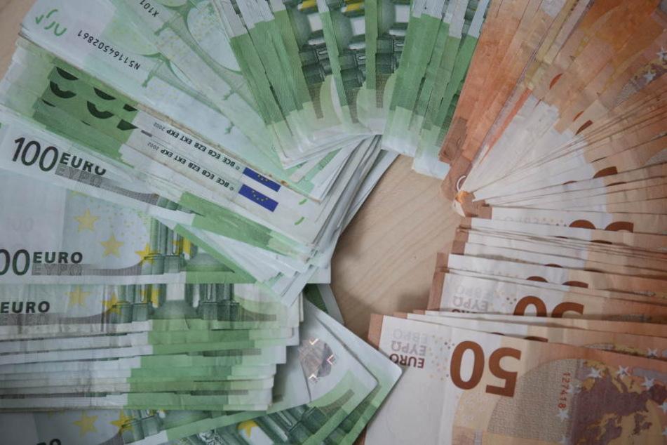 Berlin: Frau will Freund mit Falschgeld aus Gefängnis holen und landet hinter Gittern