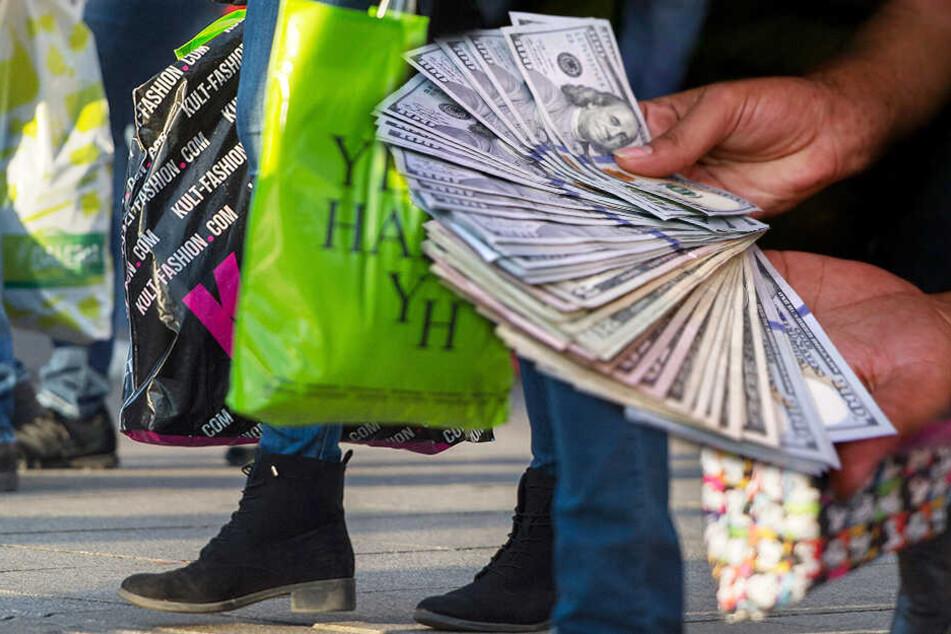 Im Kaufrausch: Paar erhält 120.000 Dollar und steht nun vor Gericht