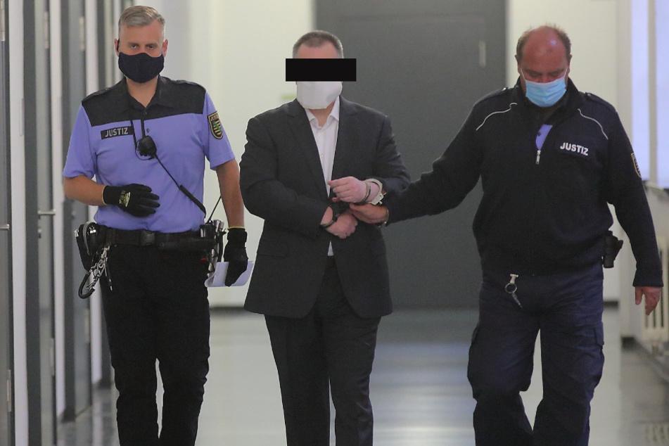 Lebensgefährtin erstochen: Betriebswirt muss hinter Gittern