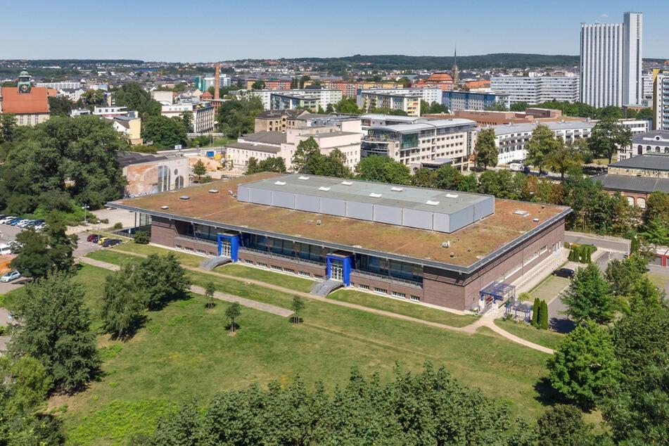 Ab Ende März wird in der Richard-Hartmann-Halle in Chemnitz gegen Corona geimpft. Das neue Impfzentrum soll doppelt so viele Menschen impfen wie bisher.