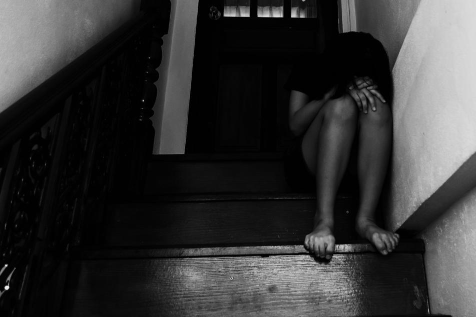 Das Mädchen soll von seinem Vater vergewaltigt worden sein (Symbolbild).