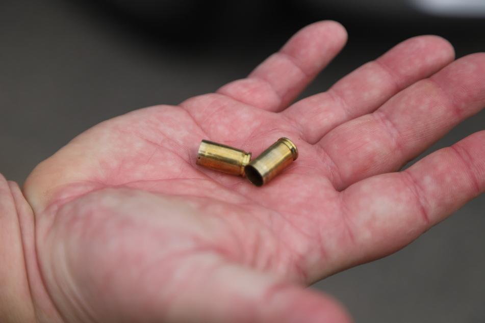 Diese Kugeln hat die Polizei als Warnung im Kölner Stadtteil Humboldt-Gremberg abgefeuert.