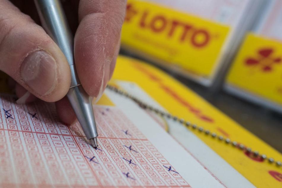 Lotto-Verkäufer zockt Frau um ihren Gewinn ab