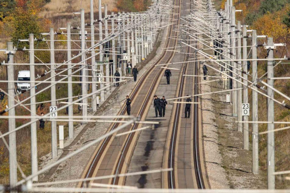 Die Zugstrecke zwischen Nürnberg und München war zwei Stunden für die Suchaktion gesperrt.