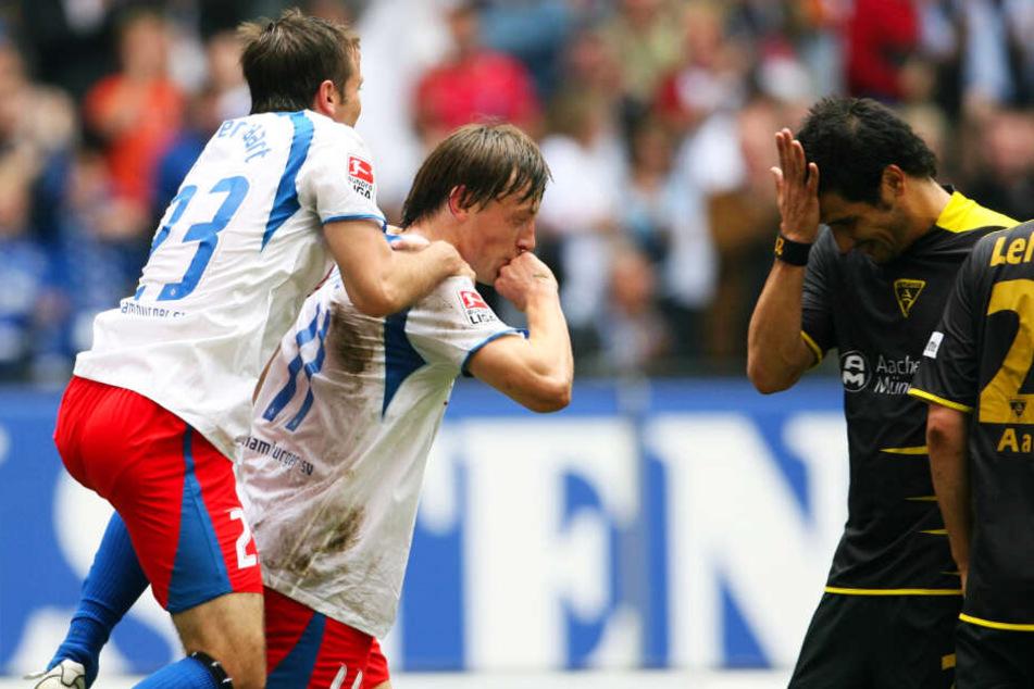 2007 kassierte Cristian Fiel (r.) mit Aachen eine 0:4-Pleite beim HSV. Ivica Olic (M.) traf seinerzeit zweimal.