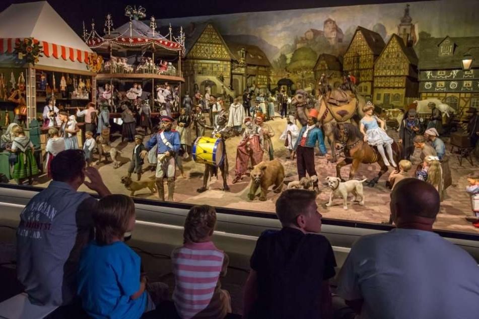 Jährlich lockt das Deutsche Spielzeugmuseum Besucher jeden Alters zu den Ausstellungen auf insgesamt 3 Etagen.