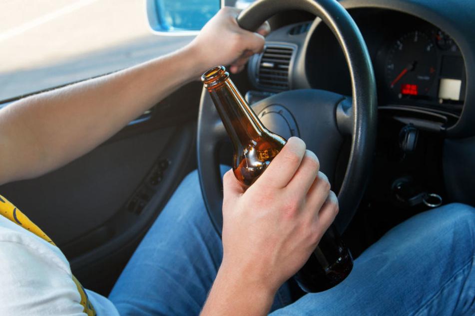 Der Autofahrer hatte offenbar vergessen, dass er sehr betrunken war. (Symbolbild)
